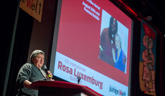 Tradition jeder Rosa-Luxemburg-Konferenz: Grußwort von Mumia Abu-Jamal aus dem Gefängnis. Foto: Christian-Ditsch.de