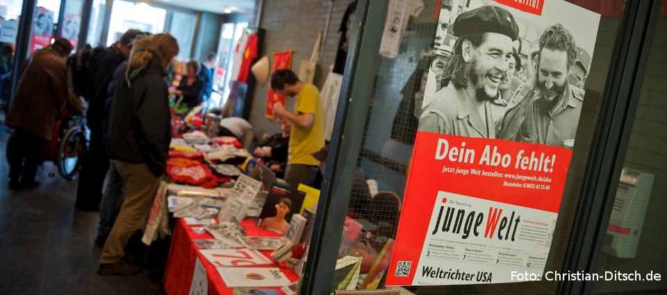 Rosa-Luxemburg-Konferenz 2013: Großes Interesse an den Büchertischen. Foto: Christian-Ditsch.de