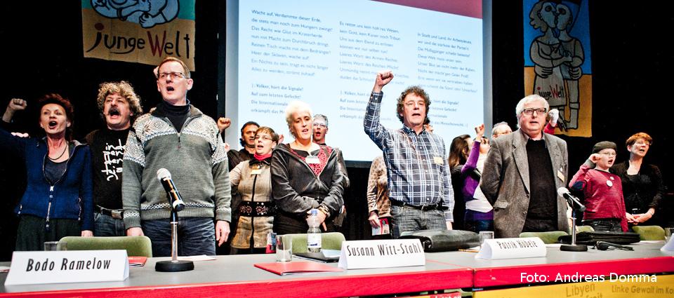 Rosa-Luxemburg-Konferenz 2013: Nach der Podiumsdiskussion wird die Internationale gesungen. Foto: Andreas Domma